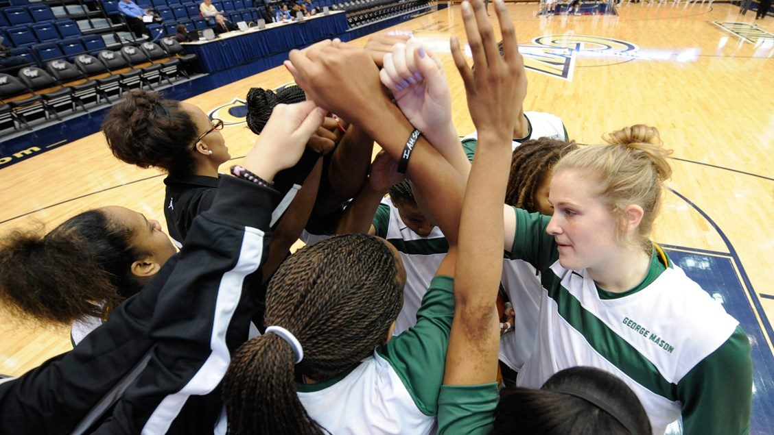 Women's Basketball Visits Delaware Thursday