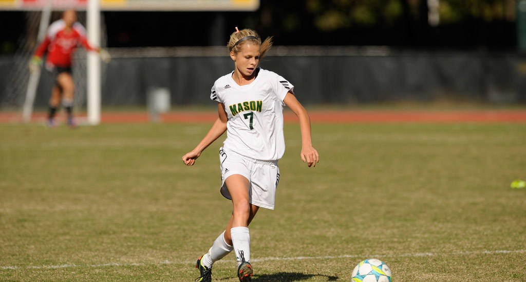 Starr Sends Women?s Soccer Past Loyola, 1-0, in Double Overtime